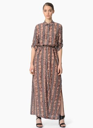 NetWork Desenli Yandan Yırtmaçlı Uzun Elbise Kahve